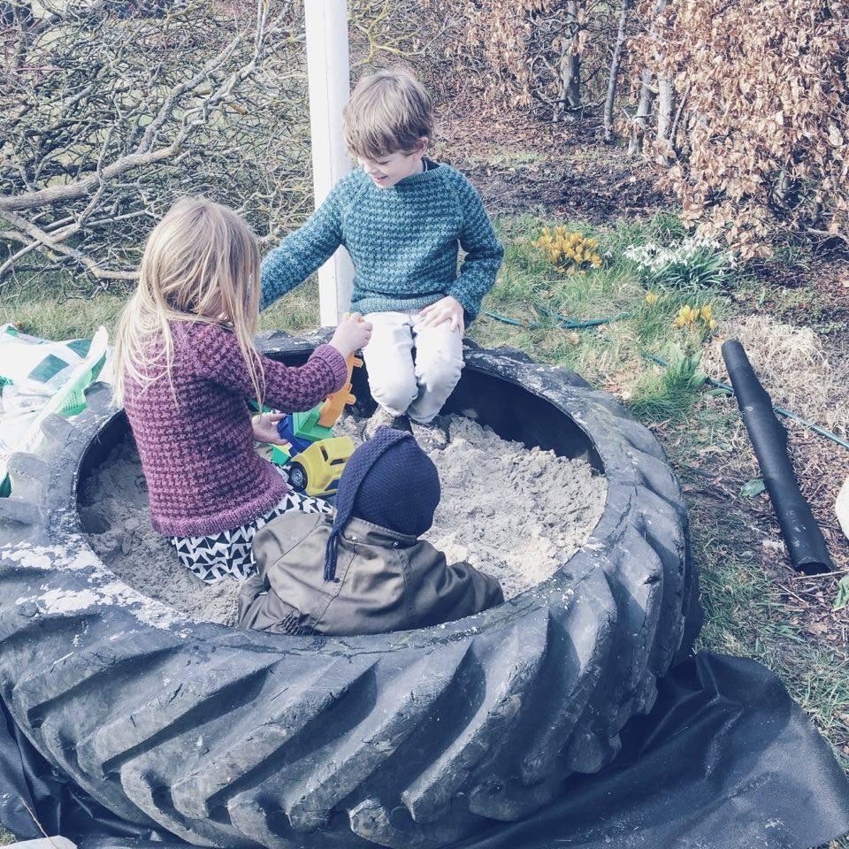 kolonihaven sandkasse i traktordæk